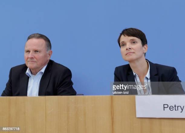 Berlin Bundespressekonferenz Thema Auswertung des Landtagswahljahres 2016 Foto Georg Pazderski Spitzenkandidat Abgeordnetenhauswahl Berlin Frauke...