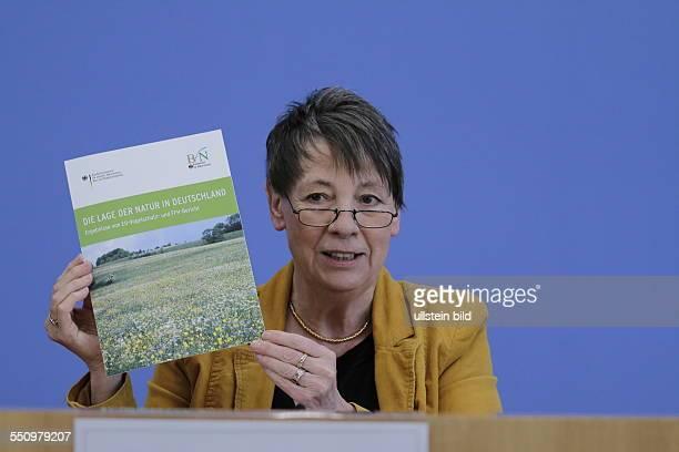 Berlin, Bundespressekonferenz, Thema:Zur Lage der Natur, Foto: Bundesministerin für Umwelt, Naturschutz, Bau und Reaktorsicherheit Dr. Barbara...