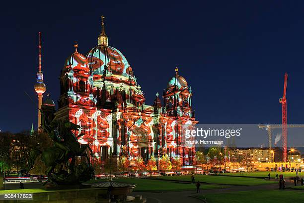 CONTENT] Berlin Cathedral and TVTower in the historic center of Berlin near Lustgarten with light projection red lips Lightprojection while an...