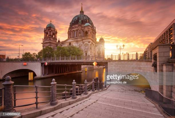 berlin cathedral side view with river spree - ベルリン大聖堂 ストックフォトと画像