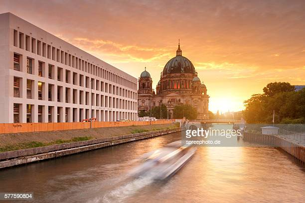 berlin cathedral side view with river spree - ベルリン王宮 ストックフォトと画像