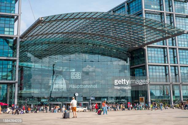 berlin central station - train engineer strike stock pictures, royalty-free photos & images
