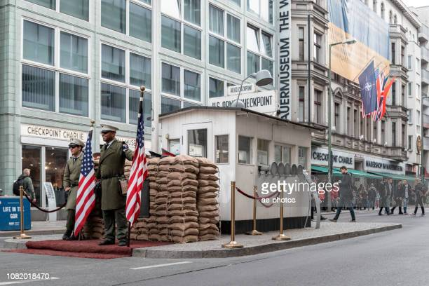 berlin, checkpoint charlie - history museum stock pictures, royalty-free photos & images