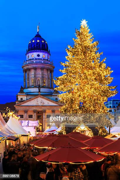 berlin, christmas market gendarmenmarkt - gendarmenmarkt stock pictures, royalty-free photos & images