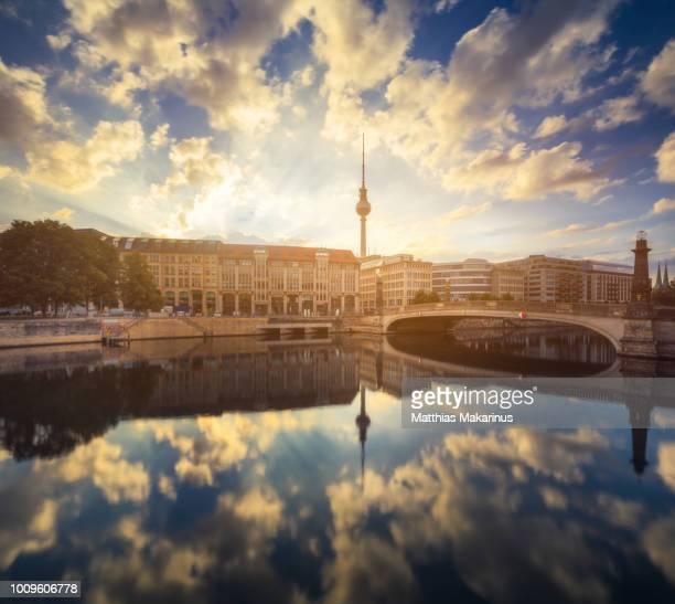 berlin city summer skyline with spree river reflection and sunlight - berlin stock-fotos und bilder