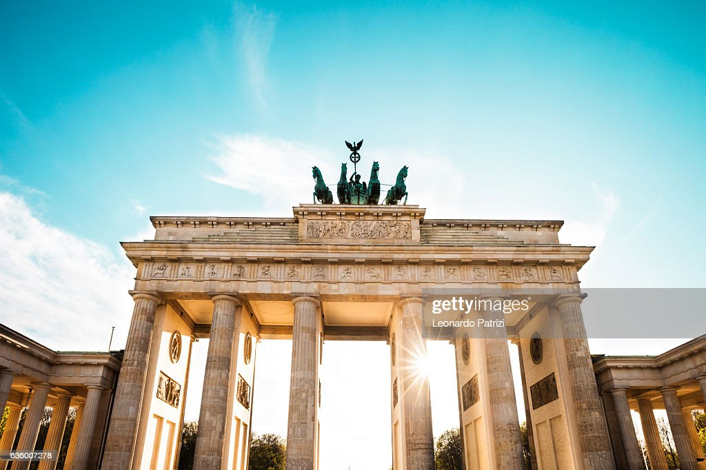Berlin cityscape at sunset - Brandenburg Gate : Foto de stock