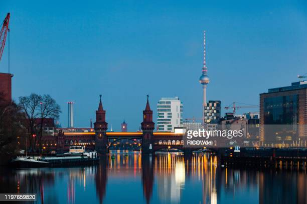 berlin cityscape, oberbaum bridge, berlin - spree river stock pictures, royalty-free photos & images