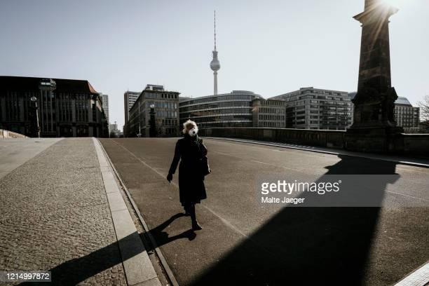 berlin covid19 shutdown - lockdown stock-fotos und bilder