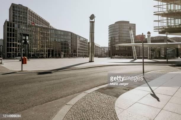 berlin covid19 shutdown postdamer platz - stadt stock-fotos und bilder