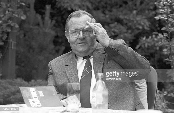 Berlin DDR 14 06 1990 Keine Amnestie für ExSpione Der ehemalige Agent des Ministeriums für Staatsicherheit Tiedge will nicht ins Gefängnis Der im...