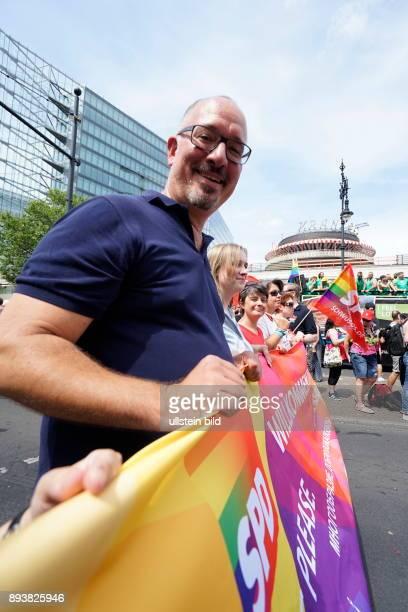 GER Berlin Demo der 38 CDS Christopher Street Day Jan Stöß Organisatoren rechnen mit 750000 Menschen Motto Danke für nix / Thanks for nothing