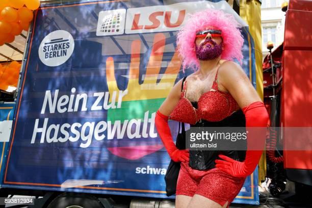 GER Berlin Demo der 38 CDS Christopher Street Day Organisatoren rechnen mit 750000 Menschen Motto Danke für nix / Thanks for nothing