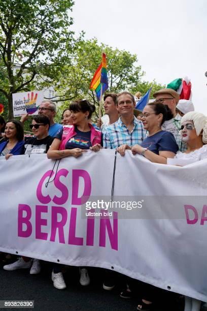 GER Berlin Demo der 38 CDS Christopher Street Day Organisatoren rechnen mit 750000 Menschen Motto Danke für nix / Thanks for nothing mit Michael...