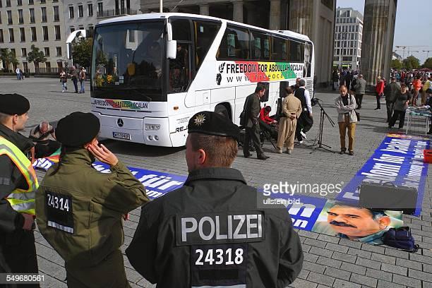 Berlin Demonstration auf dem Platz des 18 Maerz hinter dem Brandenburger Tor Freiheit fuer Abdullah Oecalan