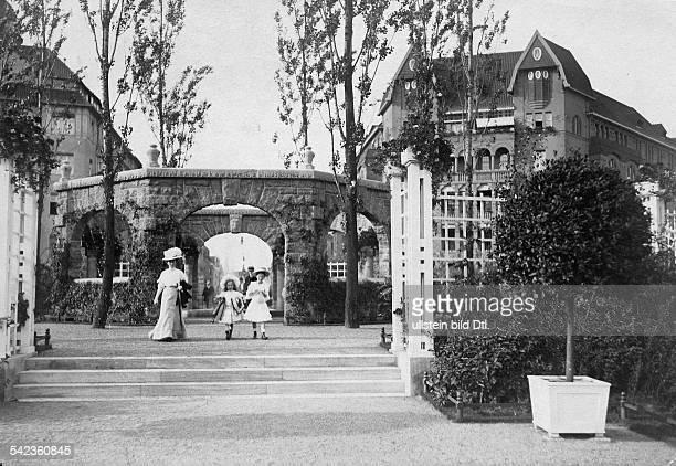 Berlin: Der Bayerische Platz, Der Portal-Brunnen- 1908Foto: Conrad Hünich