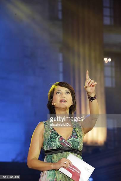 """Berlin, Deutschland, 03. Juli 2014: Madeleine Wehle moderiert das """"Classic Open Air""""."""