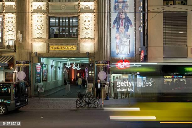 """Eingang zum Admiralspalast und zum Kabarrett """"Die Distel"""" in der Friedrichstrasse"""