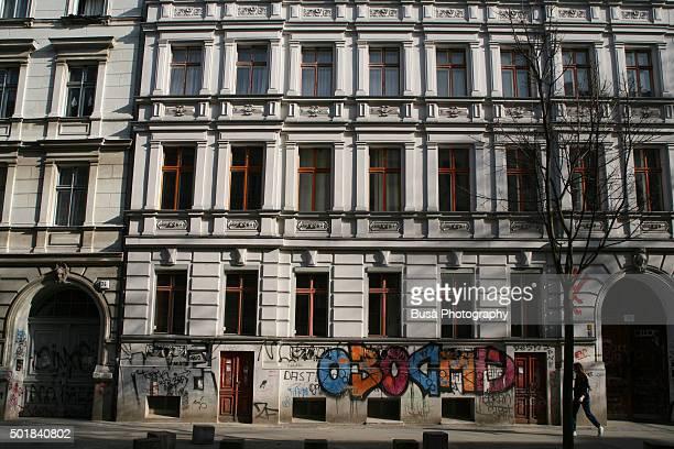 berlin, facade of residential building in kreuzberg - altbau fassade stock-fotos und bilder