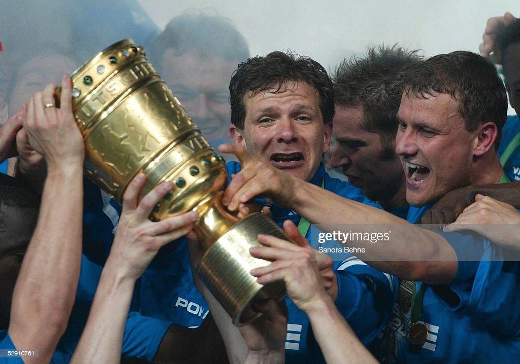 POKALFINALE 2002, Berlin; FC SCHALKE 04 - BAYER 04 LEVERKUSEN 4:2; FC...  News Photo - Getty Images