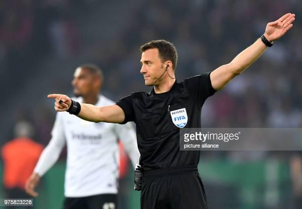 Fußball DFBPokal Finale FC Bayern München Eintracht Frankfurt im Olympiastadion Referee Felix Zwayer Photo Soeren Stache/dpa