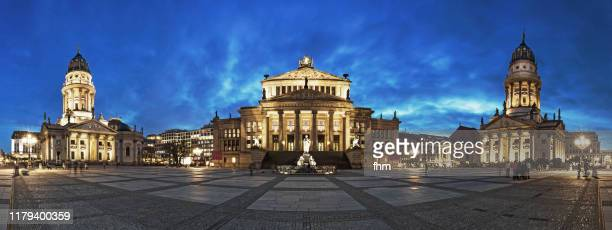 berlin gendarmenmarkt at blue hour (berlin, germany) - konzerthaus berlin stock pictures, royalty-free photos & images