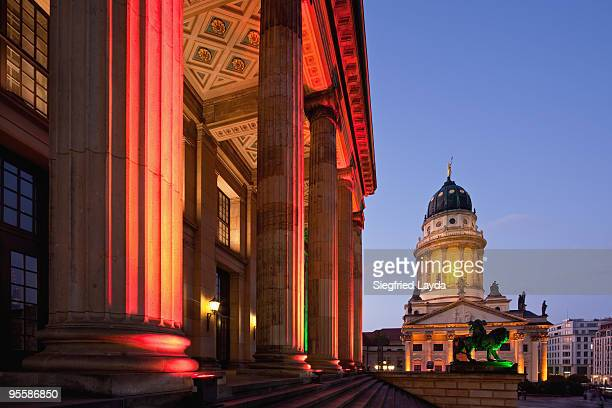 berlin, gendarmenmarkt at dusk - gendarmenmarkt stock pictures, royalty-free photos & images