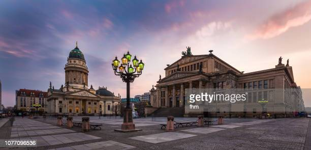 berlin gendarmenmarkt at sunset (berlin, germany) - konzerthaus berlin stock pictures, royalty-free photos & images