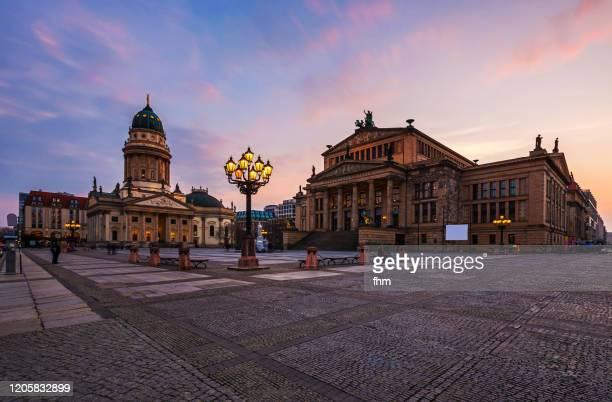 berlin gendarmenmarkt sunset (berlin, germany) - konzerthaus berlin stock pictures, royalty-free photos & images