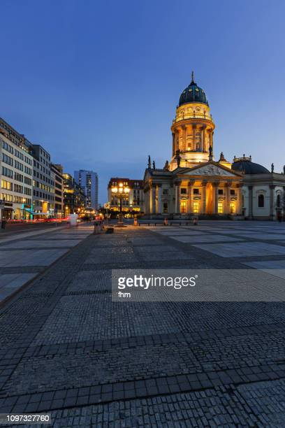 "berlin gendarmenmarkt with ""deutscher dom"" at blue hour (berlin, germany) - konzerthaus berlin stock pictures, royalty-free photos & images"