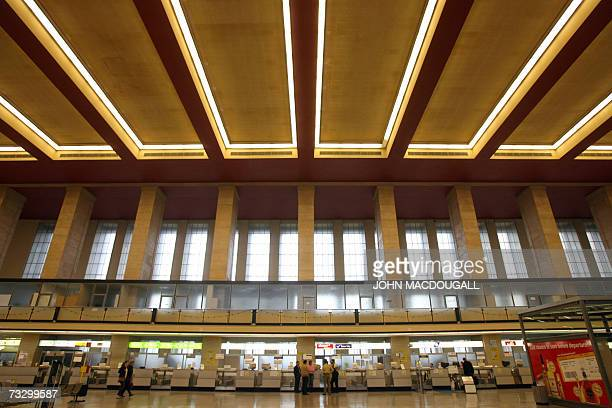 Picture taken 09 November 2006 shows the main hall of Berlin?s Tempelhof airport. Berlin's Higher Administrative Court decided 12 February 2007 that...