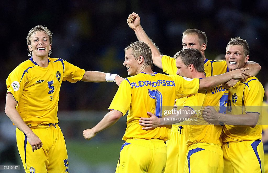 Swedish defender Erik Edman (L), midfielder Niclas Alexandersson (C), and teammates celebrate at the end of the World Cup 2006 group B football game Sweden vs. Paraguay 15 June 2006 at Berlin stadium. Sweden won 1-0.