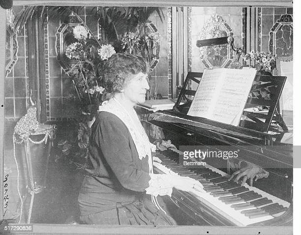 Metropolitan Prima Donna Sings In Berlin Photo shows Johanna Gadski the prima donna of the Metropolitan Opera House as she appeared at her piano last...