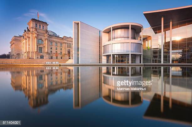 berlin government district with reflection - makarinus stock photos and pictures