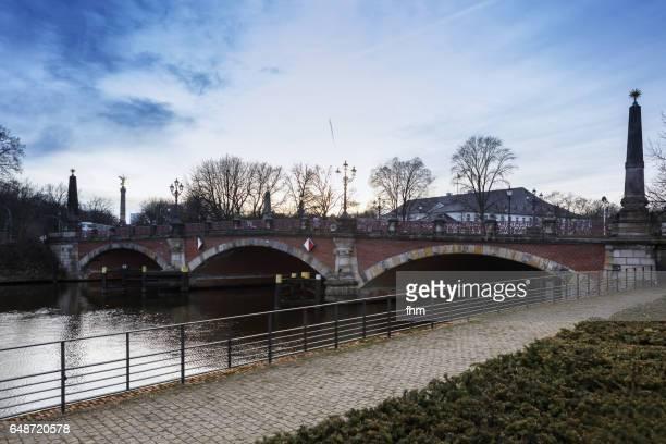 berlin - historic bridge near bellevue castle (lutherbrücke, tiergarten/ berlin) - bellevue skyline stock pictures, royalty-free photos & images