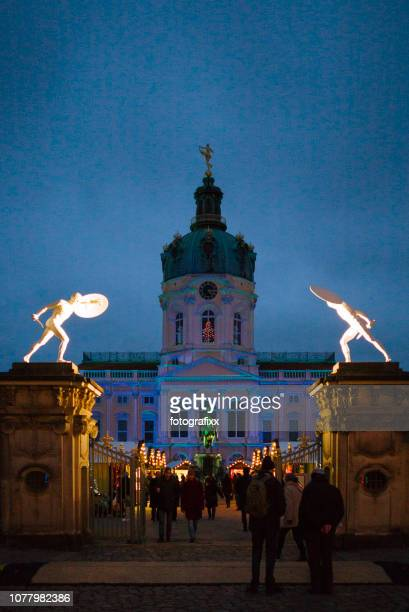 berlin: illuminated christmas market in front of the charlottenburg palace - charlottenburg palace stock pictures, royalty-free photos & images