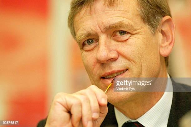 PRESSEKONFERENZ 2002 Berlin KAMPS Neuer Sponsor der Masters Series am Rothenbaum DTB Praesident Georg Freiherr von WALDENFELS