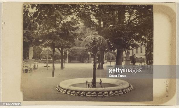 Berlin. Kroll's Garten, der Springbrunnen und die grosse Allee. Henri Plaut , 1870-1875, Albumen silver print.