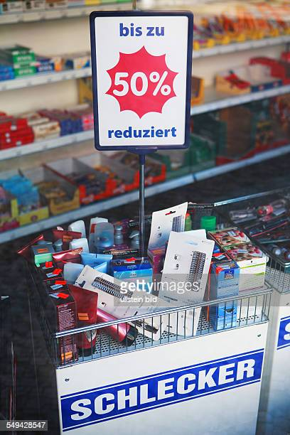 GER Berlin Ladengeschaeft Schlecker Sonderangebot bis zu 50% reduziert