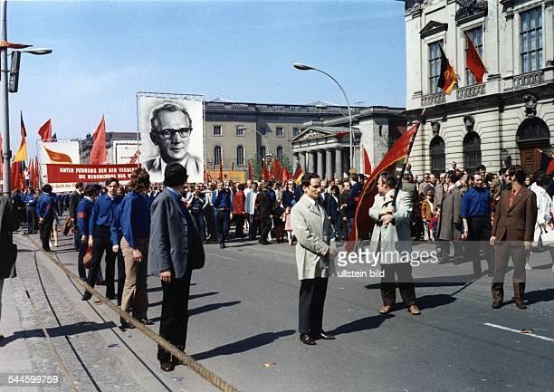 Maidemonstration 'Unter den Linden' am Zeughaus