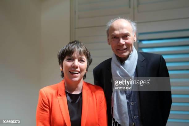 Berlin Margot Kässmann im Club des Cafe Einstein Unter den Linden mit Inhaber Gerald UhligRomero und Margot Kaesmann steht wieder im Mittelpunkt der...