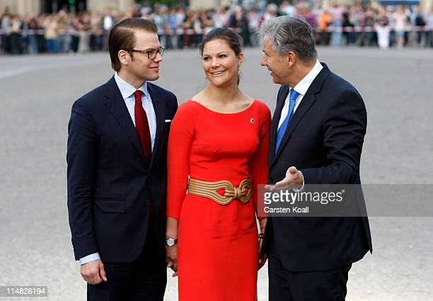 Berlin Mayor Klaus Wowereit stands together with Crown Princess Victoria of Sweden and her husband Prince Daniel Duke of Vastergotland in front of...