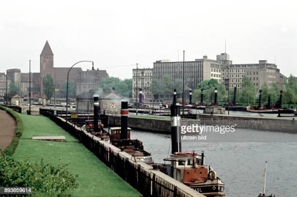 Berlin Mühlendammschleuse Muehlendamm lock at the Spree river in BerlinMitte