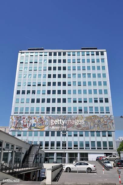 Berlin Mitte 'Haus des Lehrers' am Alexanderplatz Mosaik von Walter Womacka 'Unser Leben'