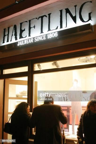 Shop 'Haeftling Jailwear' der Kleidung verkauft die von Haeftlingen der JVA Tegel nach Entwuerfen des Designers Stephan Bohle angefertigt wird