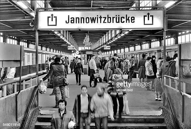 platform of suburban train station Jannowitzbrücke