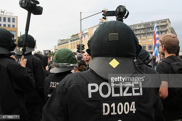 CONTENT] Berlin police protecting a demonstration of the German Nationalist Party against refugee reception in BerlinHellersdorf The people in front...