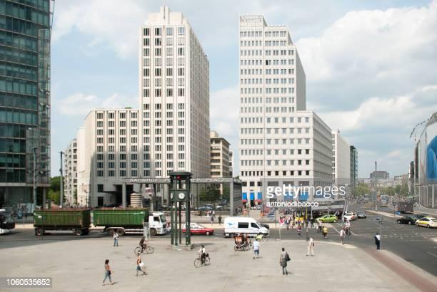 berlin -  potsdamer platz - städtischer platz stock-fotos und bilder