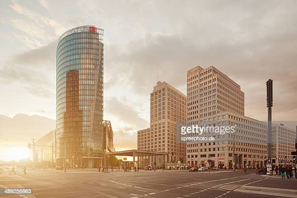 berlin potsdamer platz with sunbeam - wolkenkratzer stock-fotos und bilder
