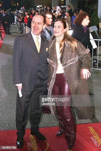 Berlin Premiere zum Film The 6th Day im Cinemaxx Graf CarlEduard von Bismarck zusammen mit seiner Ehefrau Celia bei der Premierenveranstaltung Sie...