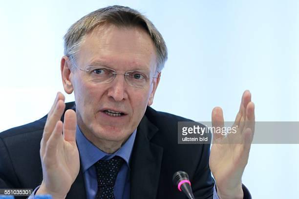 Berlin Pressekonferenz Thema Umsetzung des 7 EUUmweltaktionsprogramm Foto EUUmweltkommissar Janez Potocnik